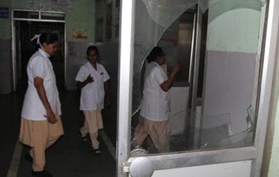 Индийских докторов научат обороняться отпациентов