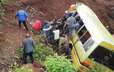 В Танзании разбился школьный автобус: 35 погибших