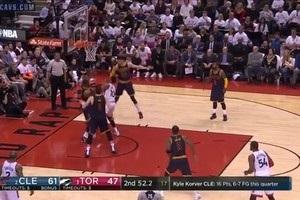 Проходи Хардена і Волла - в топ-5 моментів дня в НБА