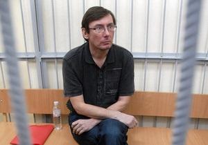 В СИЗО заявили, что вчера Луценко съел 300 грамм гречневой и овсяной каши