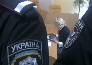 Судья посчитал, что Тимошенко злоупотребляет правом задавать вопросы Грищенко