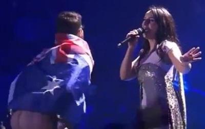 Конфуз фінального шоу «Євробачення»: під час виступу Джамали фанат покрутив голим задом