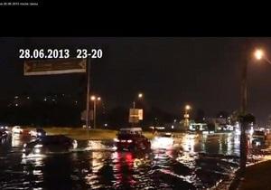новости Киева -  В Киеве из-за сильного дождя затопило несколько улиц и автовокзал