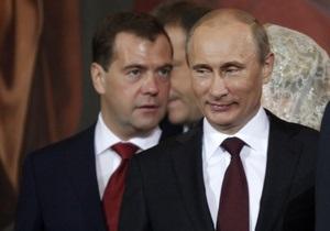 Опрос: Рейтинги Путина и Медведева пострадали от антикоррупционной кампании