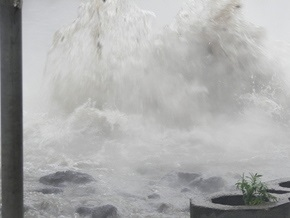 Киевэнерго ликвидирует последствия аварии водопровода на Оболони