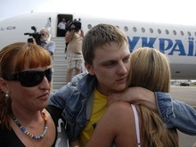 Фотогалерея: Жертвы пиратов вернулись в Киев