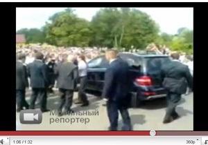СМИ: Медведев на джипе врезался в толпу людей