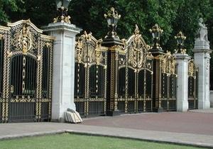 Возле Букингемского дворца нашли останки поклонника Елизаветы II