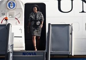 Власти США: Boeing-737 с Мишель Обамой на борту избежал столкновения с военным самолетом