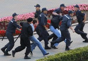DW: Власти Беларуси преследуют оппозиционных молодежных активистов