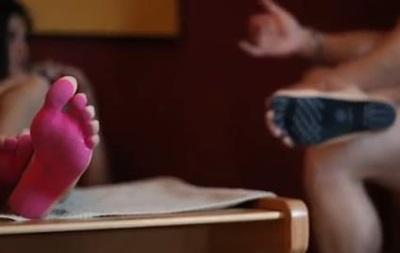 Итальянцы придумали наклейки наноги вместо обуви