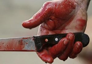 Киевлянка ранила ножом своего мужа за то, что он уделял ей мало внимания
