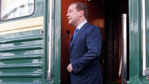 Вышел за квасом. Медведев во время железнодорожного турне купил продуктов на 148 рублей на одной из станций