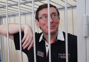 Ъ: ГПУ арестовала принадлежащие Луценко Toyota Land Cruiser, Mercedes, 400 гривен и 40 копеек