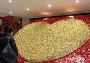 В Китае выставили на продажу 1999 золотых роз