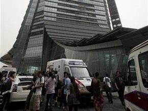 Пять человек погибли при падении с небоскреба в Гонконге