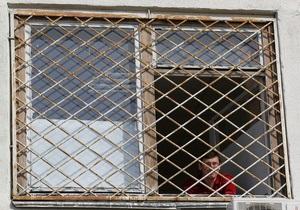 В больнице опровергают слухи о забитых окнах палаты Луценко
