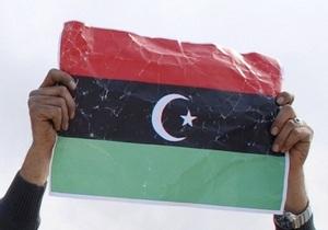 Противники Каддафи захватили посольство Ливии в Париже
