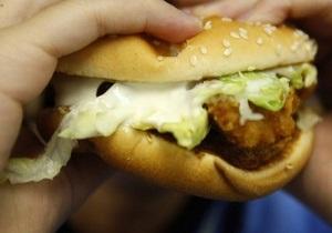 Исследование: Питание в фастфудах нарушает психику