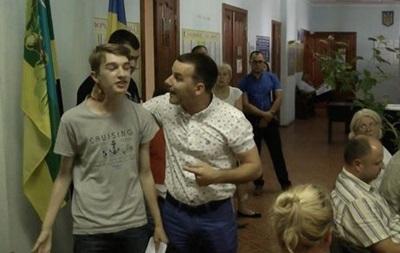 На Киевщине депутат избил школьника за пост в соцсети