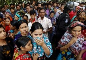 За пожар на фабрике в Бангладеш, унесший жизни более 110 человек,  арестовали трех управляющих