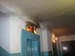 В киевской десятиэтажке загорелся лифт