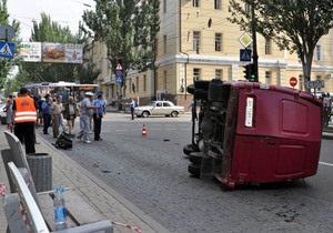В Донецке маршрутка попала в ДТП: пострадали четверо пешеходов
