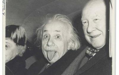 Знаменитое фото Эйнштейна продадут с аукциона