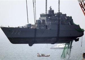 В носовой части затонувшего южнокорейского корабля обнаружили тело моряка