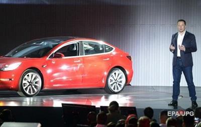 Tesla начала продажи бюджетного электромобиля Model 3
