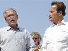Буш и Шварценеггер пролетели над горящей Калифорнией