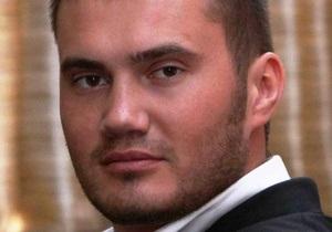 Сын Януковича поздравил отца официальным письмом