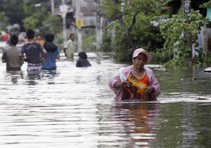 Число жертв крупного наводнения в Таиланде превысило 600 человек