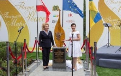 В Киеве с участием семьи Габсбургов открыли памятник Пламя мира