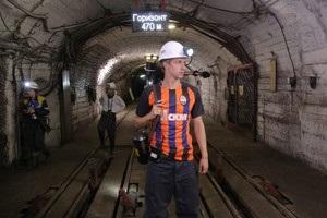 Игрок Шахтера спустился в шахту, испытав тяжелый труд горняков на себе