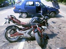 новости Херсонской области - ДТП - В Херсонской области мотоцикл столкнулся с ЗАЗом, пять человек пострадали