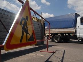 В Киеве частично ограничили движение на съезде с моста Патона и по улице Серафимовича