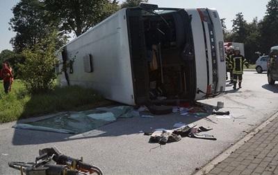 У Німеччині перекинувся пасажирський автобус, 44 постраждалих