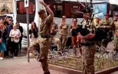 Британский солдат «зажег» вцентре украинской столицы под волынку