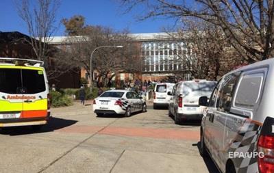 В Австралии студент избил битой преподавателя и сокурсниц