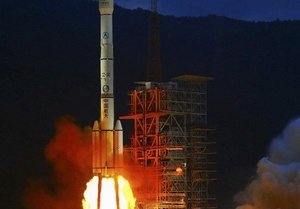 Китай запустил на Луну второй исследовательский аппарат