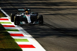 Хэмилтон выиграл Гран-при Италии и впервые вышел в лидеры зачета