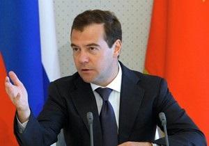Медведев: Это там, у них,  в Украине , а у нас говорят  на Украине