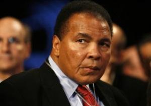 Легендарный боксер Мохаммед Али находится при смерти