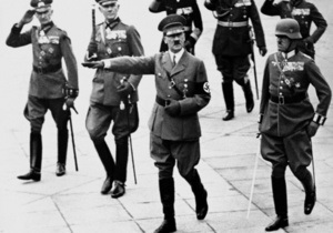 DW: Гитлер и Сталин под лупой истории