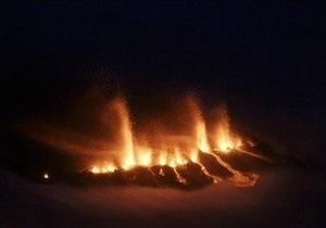 Извержение вулкана в Исландии: авиакомпании могут потерять около $1 млрд выручки