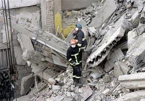 Спасатели нашли тело четвертого рабочего под обломками здания в Тбилиси