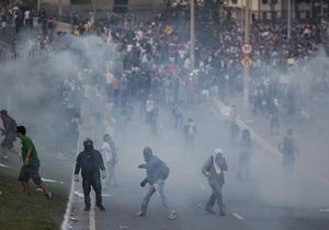Битва с полицией на  марше миллиона  в Бразилии - видео