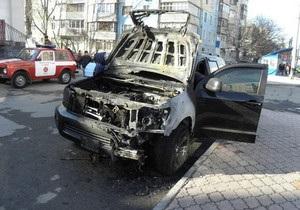 В Киеве в результате взрыва газа повреждены три автомобиля