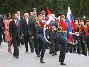 Обама возложил цветы к могиле Неизвестного солдата в Москве